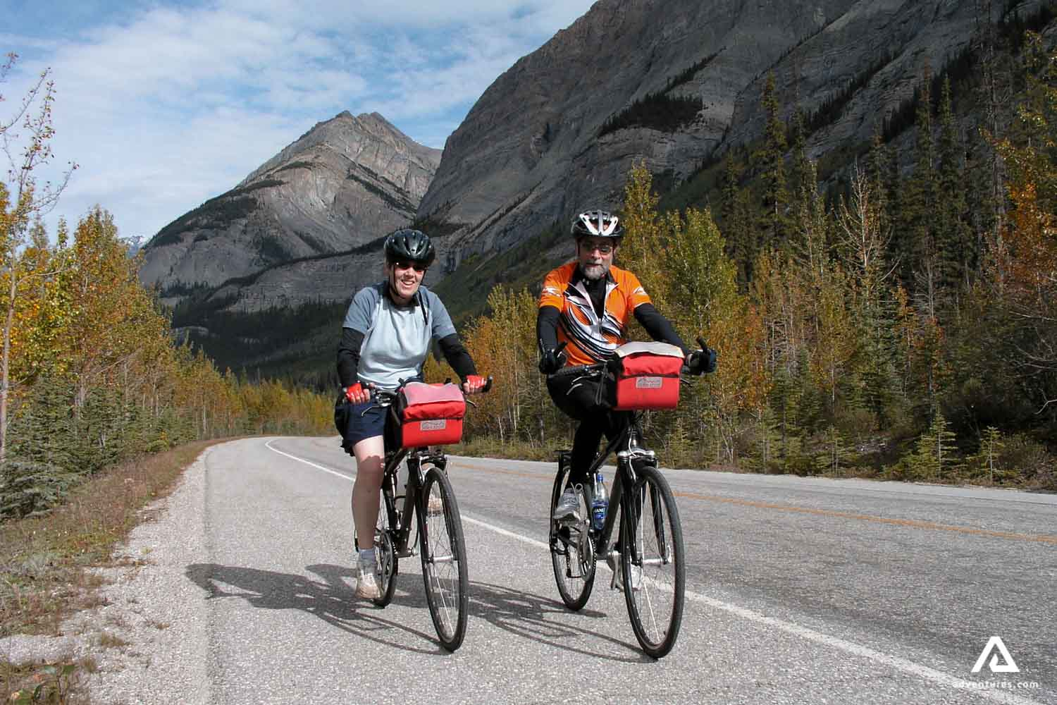 Couple on a cycle tour in Canada