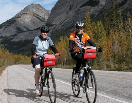 Inn-based cycling tour along the Icefield Parkway in the Alberta