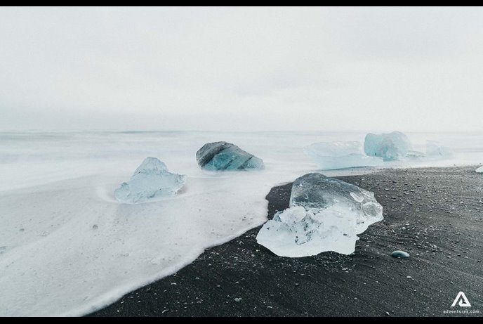 icebergs on the diamond beach iceland