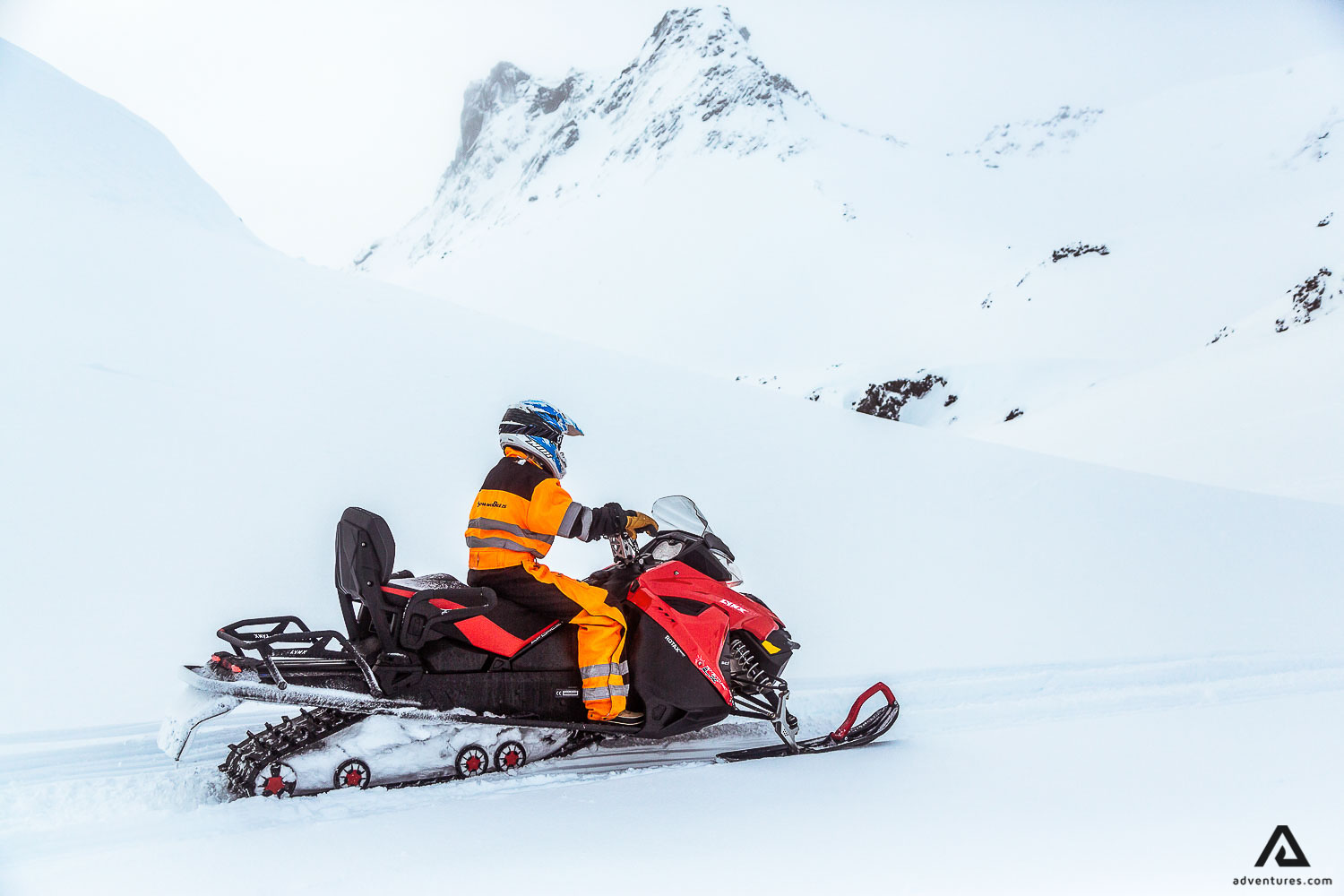 Glacier snowmobiling is is one if the must-do's in Iceland!