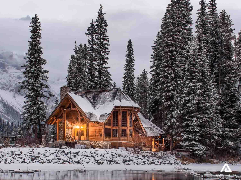 River shore lodge