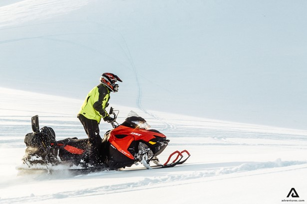 Riding position on a snowmobile tour